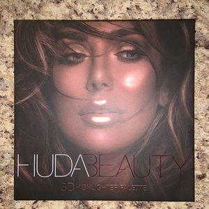 Huda beauty 3D highlighter pallet